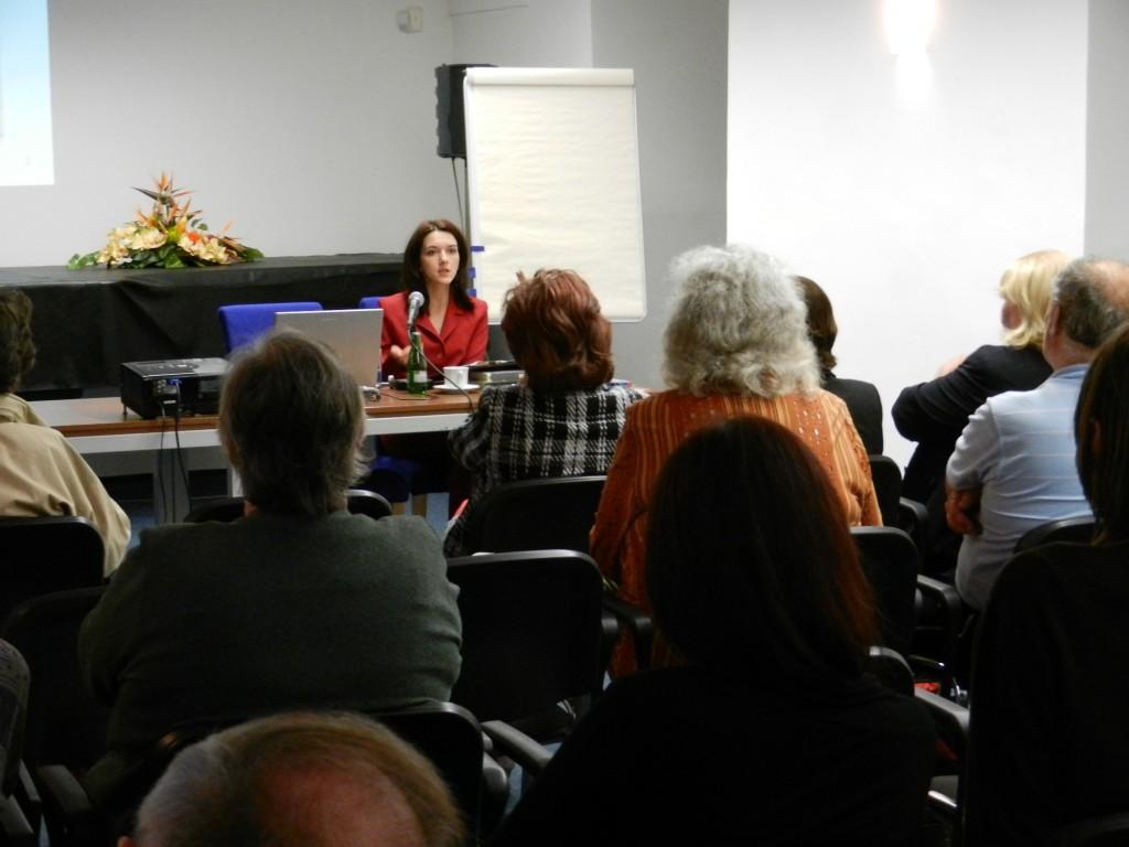 OINAESK-2013-05-conferencia junto con unesco