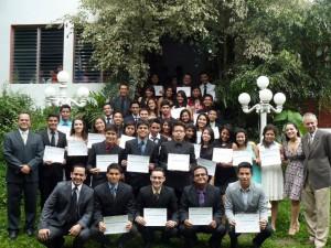 Graduados acompañados de Director Nacional de OINASA, Director de CCUNA e instructores del curso.