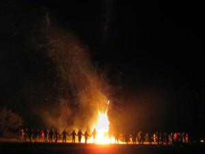 En torno al fuego