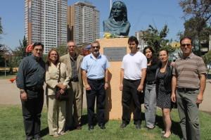 Delegación de la Sede Central en Santiago de Chile, visitan busto de Bruno.