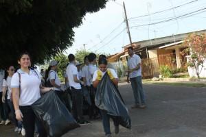 Limpieza de calles en Chitré - Voluntariado en Panamá - 2