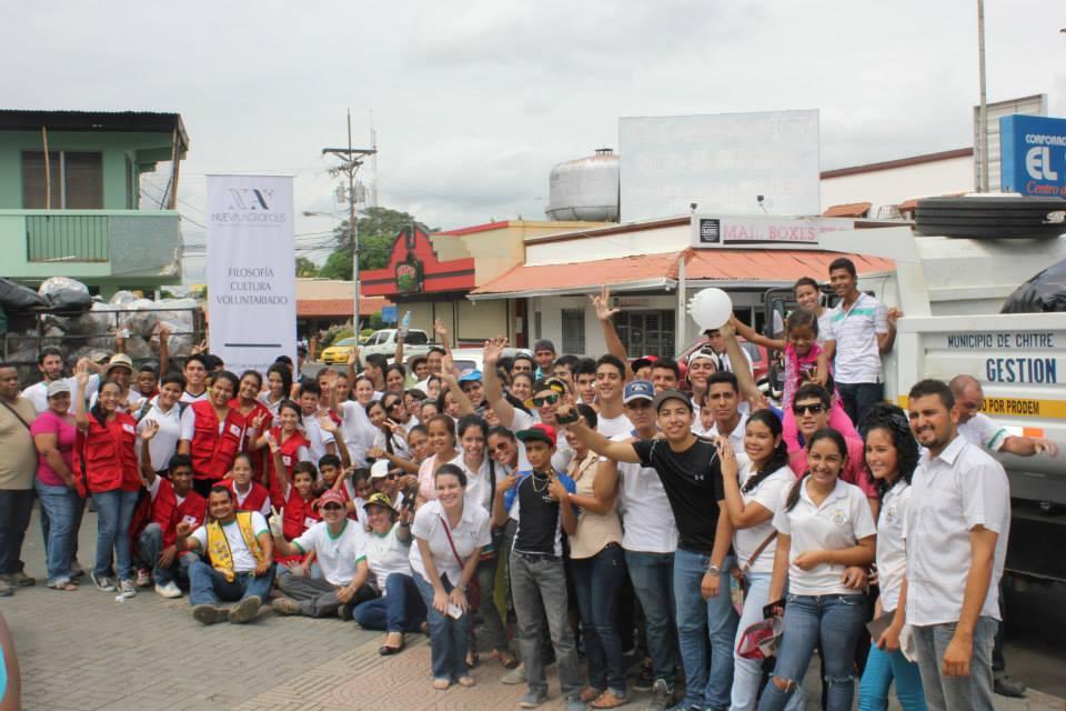 Limpieza de calles en Chitré - Voluntariado en Panamá