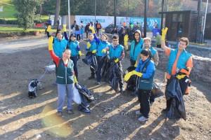 Equipo de voluntariado en el Parque Metropolitano de Santiago de Chile
