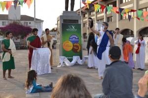 Representación teatral en la vía pública