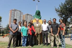 Delegación de profesores y voluntarios visita y realiza ofrenda floral al busto de Giordano Bruno