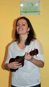 Chica con instrumento en Philo Slam Munich