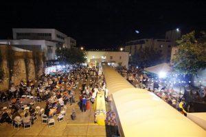 Multitudinaria celebración de la Fiesta de San Juan (Brasília, Brasil)