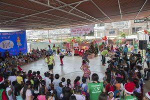 Volunteers celebrating the magic of Christmas (Peru)