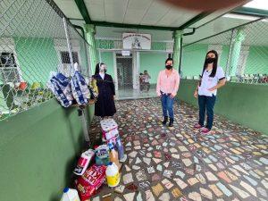 Donación de productos básicos a un asilo de la ciudad (Cartago, Costa Rica)