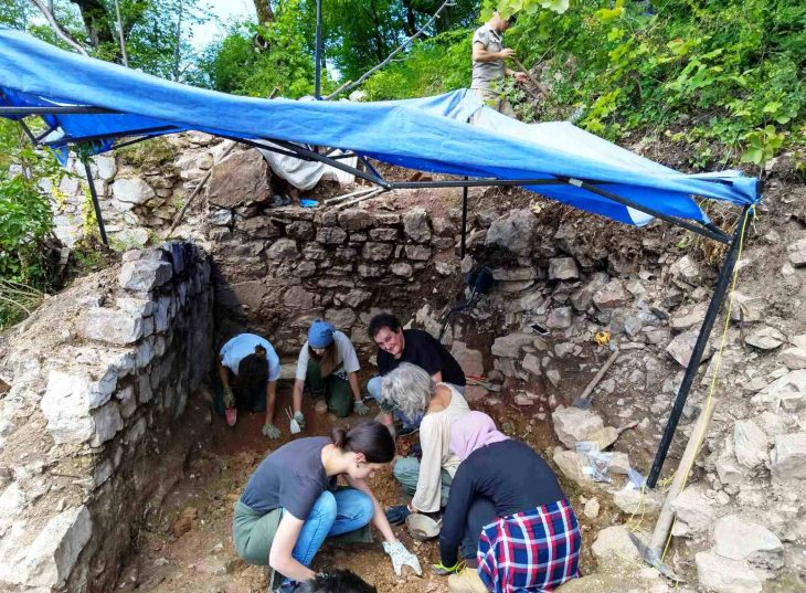Volunteers of the New Acropolis at work - The archaeological site of the Medieval town of Dubrovnik