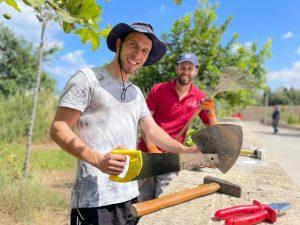 Volunteering in a community garden (Tel Aviv, Israel)
